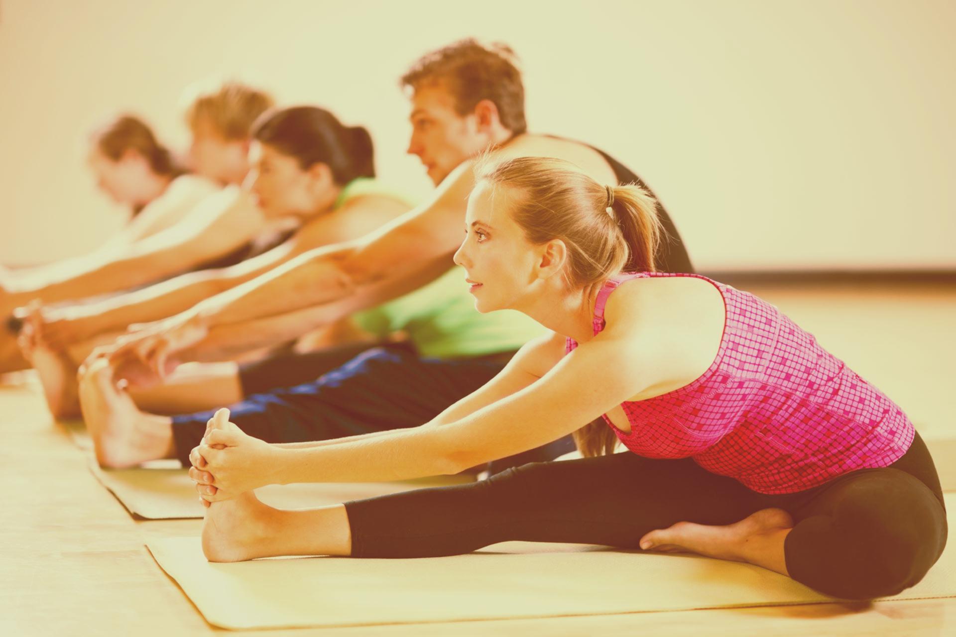 ¿Cuál es la diferencia que hay entre las posturas de yoga y los ejercicios de gimnasia?