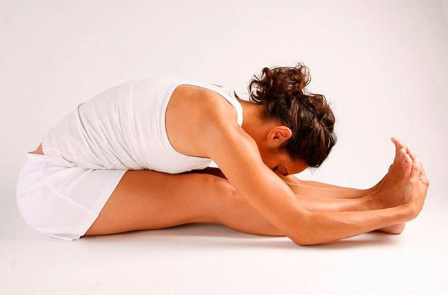 PASCHIMOTTANASANA. Postura de estiramiento de la espalda.